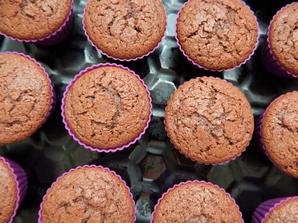 čokoládové cupcakes po upečení
