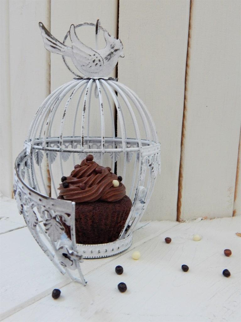 čokoládový cupcake v kleci