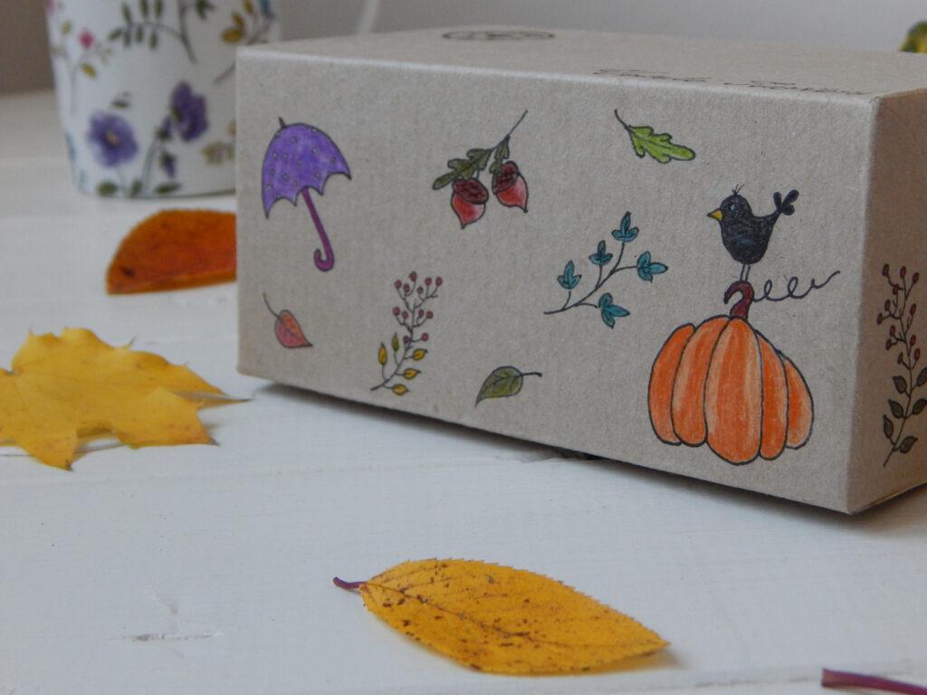 podzimní motivy namalované pastelkami