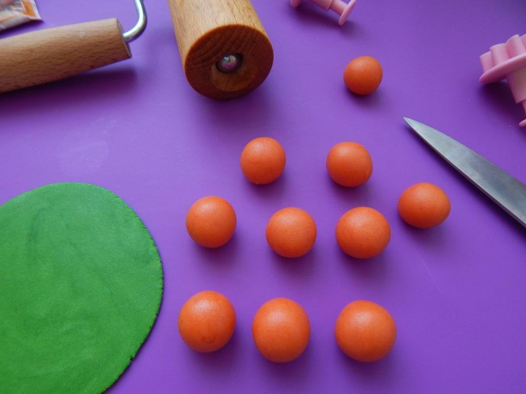 příprava na marcipánové mrkvičky