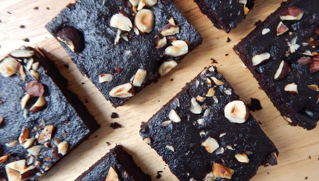 brownies s lískovými oříšky a batáty