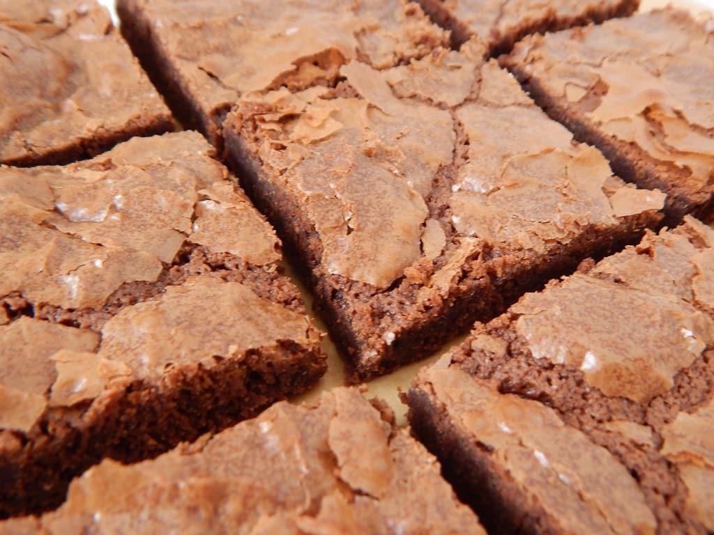 detail krusty u čokoládového brownies
