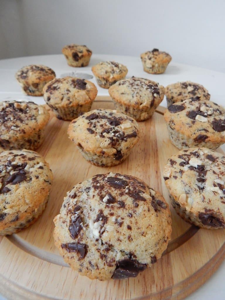 čokoládové muffiny s kousky bílé čokolády