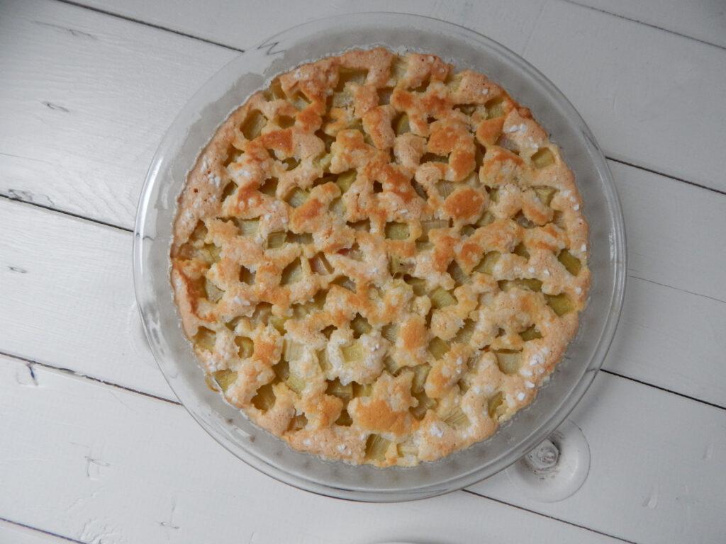 rebarborový koláč po upečení